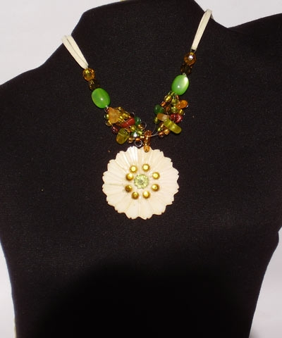 josephine's jewels - SUNFLOWER AND BEAD NECKLACE