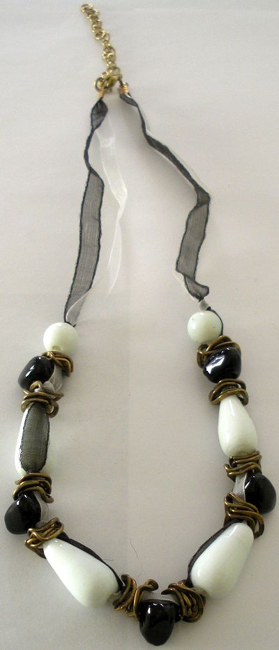 snazzy jazzy - BLACK OR WHITE NECKLACE